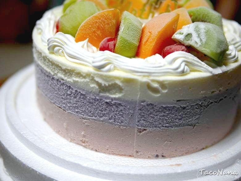 逸馨烘焙坊》永和老字號烘焙坊,夏季限定冰淇淋蛋糕、冬季限定草莓蛋糕,即使不是生日也要買來吃,聽說草莓派也很正。 @章魚娜娜 ∞ 玩味生活