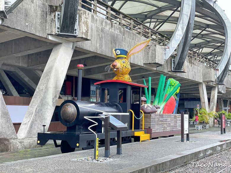 冬山波波草》這個車站好好玩!繽紛彩虹屋、抹茶波波草、橋下大碗公溜滑梯,還有媲美荷蘭羊角村的冬山舊河道! @章魚娜娜 ∞ 玩味生活