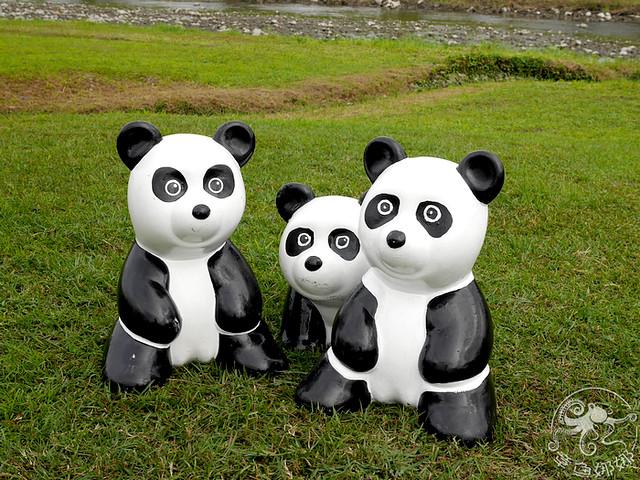 環保牧場》安農溪驛站 ,100隻白胖可愛、超萌貓熊在這邊!材質輕巧可自由擺放,還能陪你喝咖啡喔!宜蘭三星│親子景點 @章魚娜娜 ∞ 玩味生活